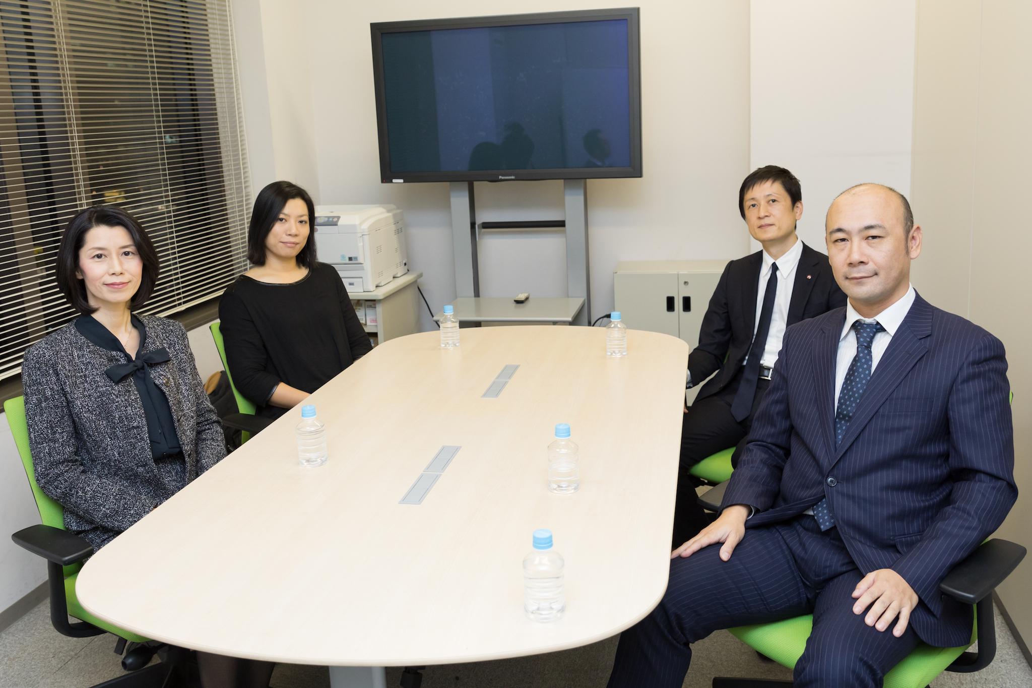 企業経営戦略コース修了生の皆さん 左から 大西さん、斎藤さん、森田さん、片山さん